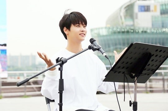 VIXX's N Holds Impromptu Busking Session For Over 1000 Fans To Celebrate His Birthday