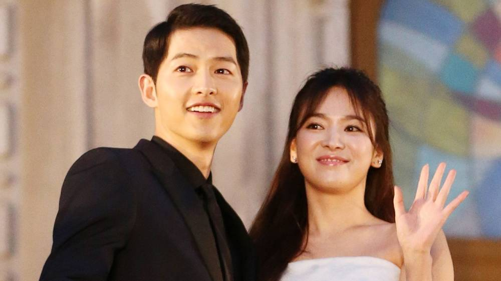 fans spot song joong ki and hye kyo enjoying their time together in paris