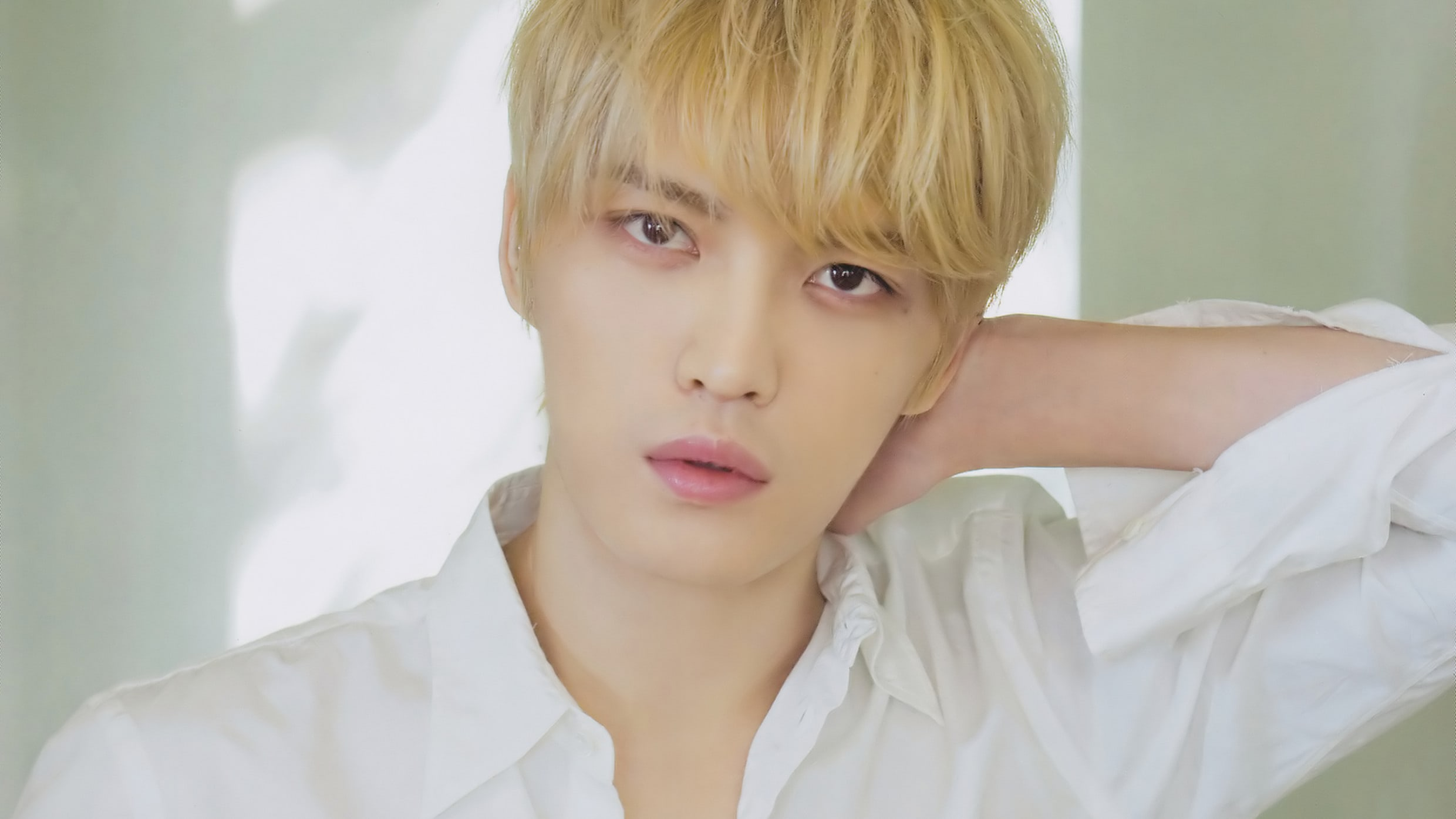 "JYJ's Kim Jaejoong Shows Off A New Look For His Upcoming Time-Slip Comedy Drama ""Manhole"""