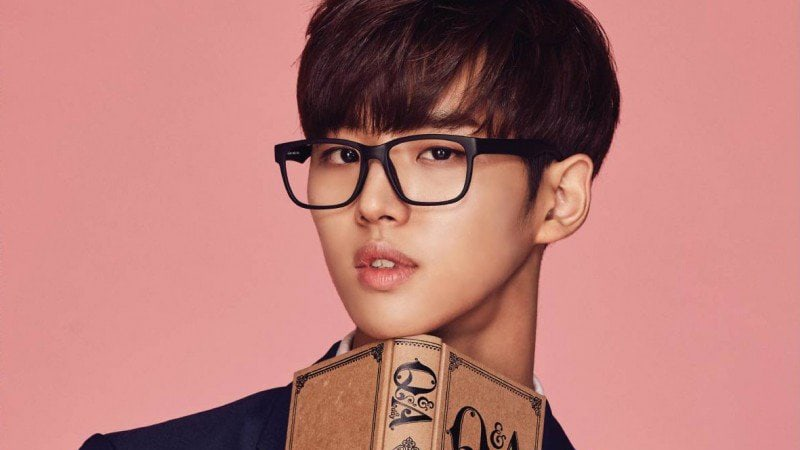 "PENTAGON's Hongseok Caught Up In Dating Rumors With ""Produce 101 Season 1"" Trainee + Agency Denies"