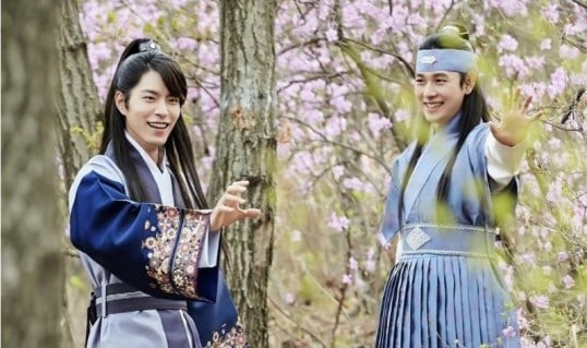 Im Siwan And Hong Jong Hyun Are All Smiles In Each Others Presence In The King Loves Stills