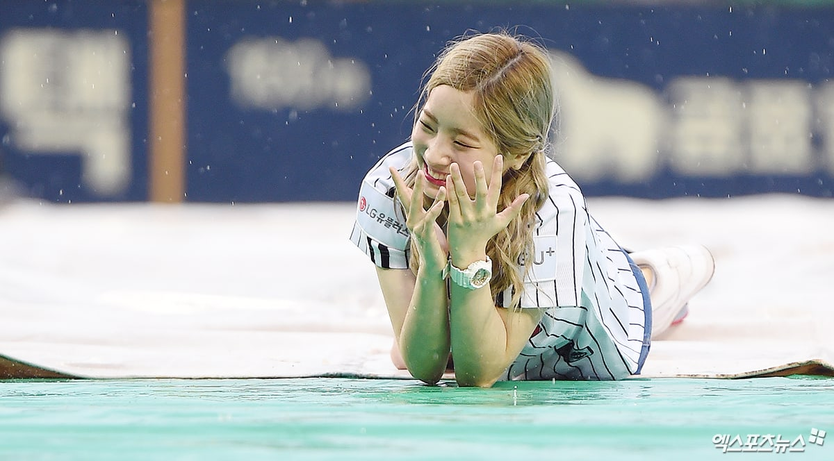 Watch: TWICEs Dahyun Makes The Most Of Canceled Baseball Game Where She Was To Throw First Pitch