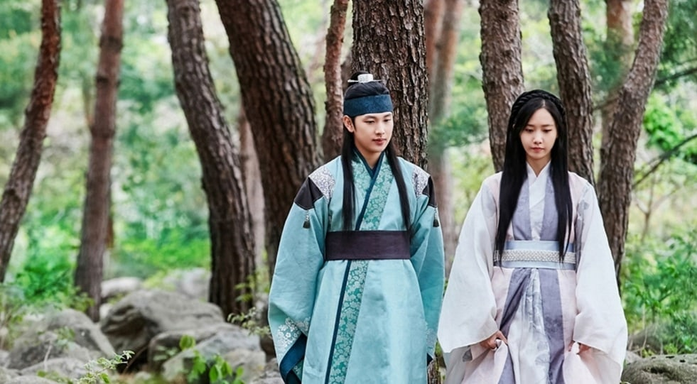 The King Loves Introduces Relationship Between Im Siwan And YoonAs Characters Through Funny Comic Strip