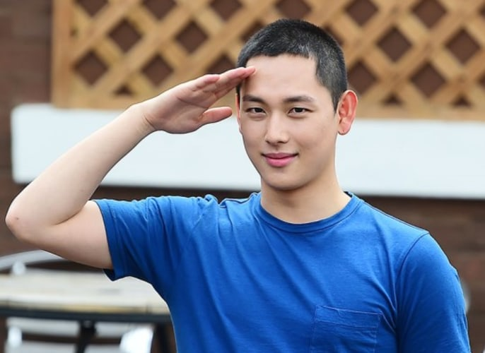 Im Siwan Bids Farewell And Enlists In The Military