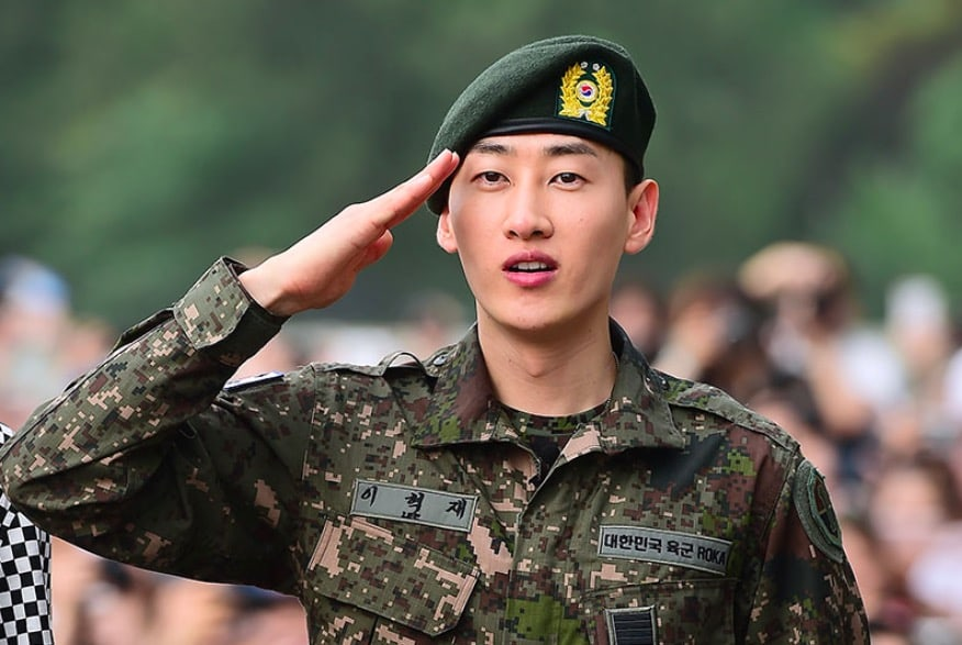 Super Juniors Eunhyuk Tears Up As He Is Discharged From Military