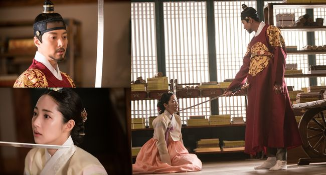 """""""Queen For 7 Days"""" Hints At Rising Tension Between Lee Dong Gun And Park Min Young In Latest Stills"""