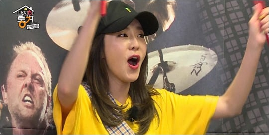 "Sandara Park Turns Into A Powerful Drummer On ""Insolent Housemates"""