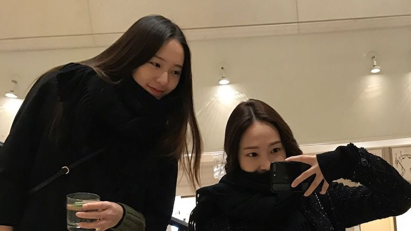 """f(x)'s Krystal Shares Thoughtful Gesture From Sister Jessica On Set Of """"Bride of the Water God"""""""