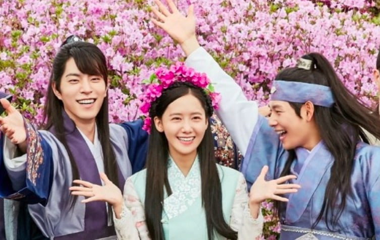 The King Loves Reveals Stills Of Main Actors Showing Off Adorable Chemistry