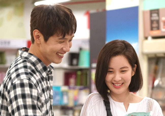"""Ji Hyun Woo Explains How Similar Seohyun Is To Her Character In """"Bad Thief, Good Thief"""""""