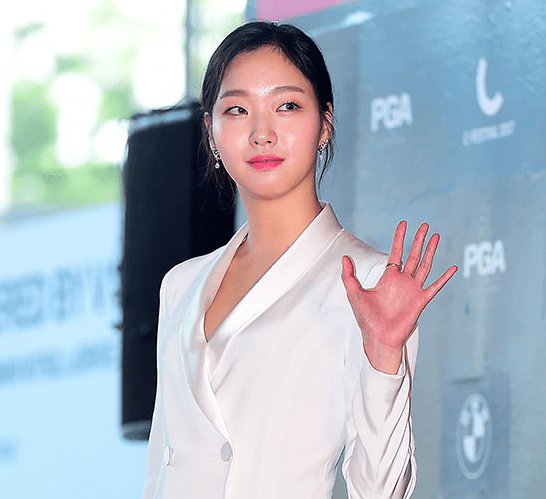 Kim Go Eun Signs Exclusive Contract With Lee Byung Huns Agency