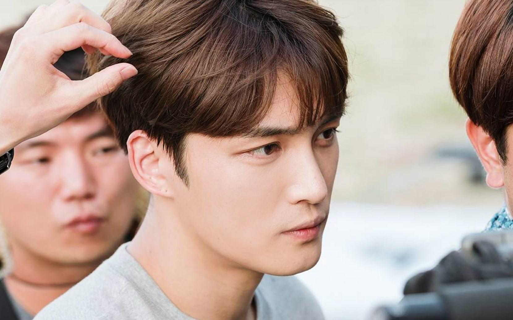 "JYJ's Kim Jaejoong Sustains Injury While Filming For Upcoming Drama ""Manhole"""