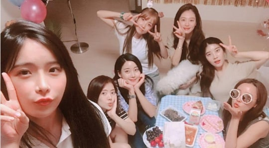 Rainbow Members Reunite To Celebrate Jisook's Birthday