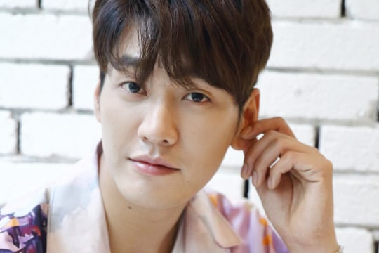 "Kim Young Kwang Talks About His ""Lookout"" Transformation And Hopes For Season 2"