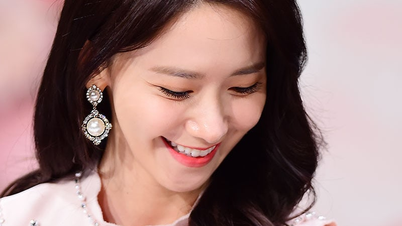 """Girls' Generation's YoonA Shows Off Girl Crush Charms In Stills From """"The King Loves"""""""