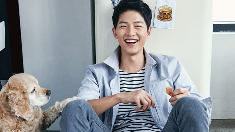 Song Joong Ki Displays Romantic Gesture While Asking For Good Movie Reviews