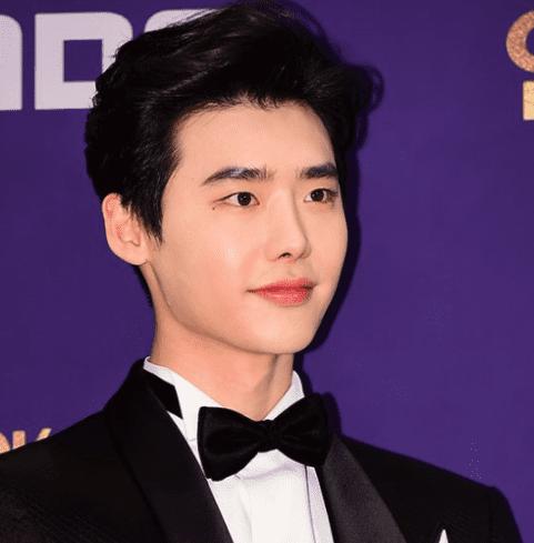 Lee Jong Suk's Agency Responds To Report Of Actor Receiving Draft Notice