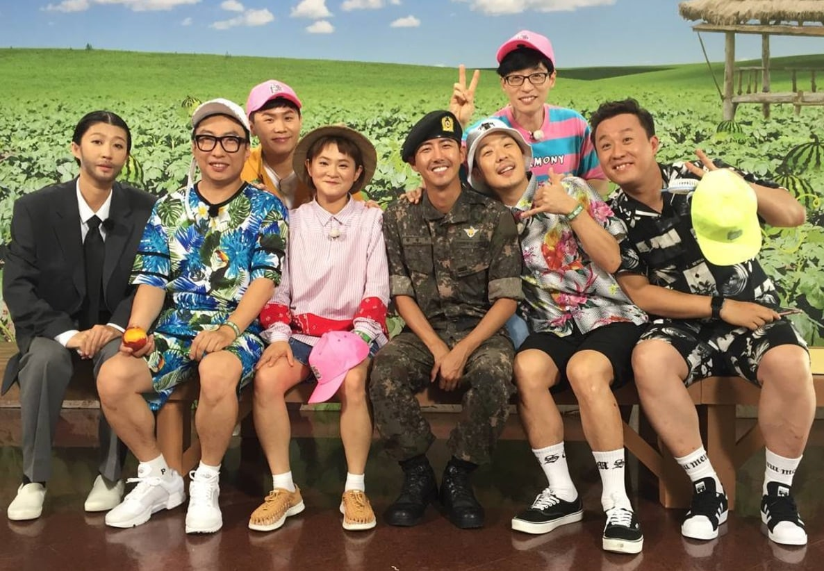 "Kwanghee Is All Smiles As He Visits ""Infinite Challenge"" Cast Members While On Leave"