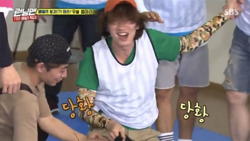 Lee Kwang Soo Hilariously Gets Mad At His Pants After They Keep Falling Down On Running Man