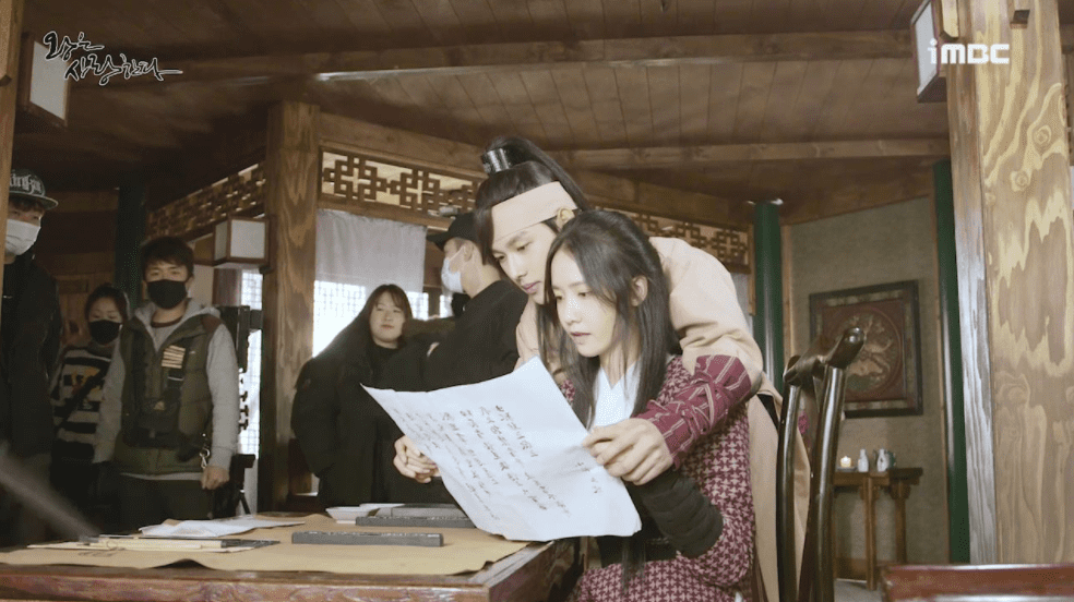 """Watch: YoonA, Im Siwan, And Hong Jong Hyun Are Playful And Sweet Behind The Scenes Of """"The King Loves"""""""