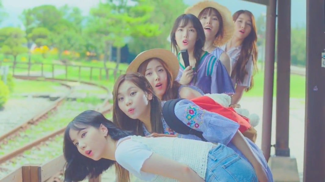 """GFRIEND Tops Realtime Charts With """"Love Whisper"""""""