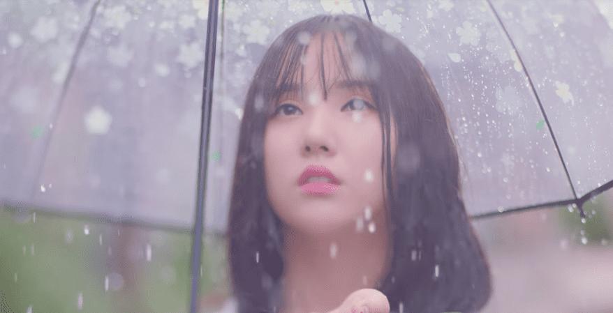 "Update: GFRIEND Observes The ""Summer Rain"" Fall In New Teaser"