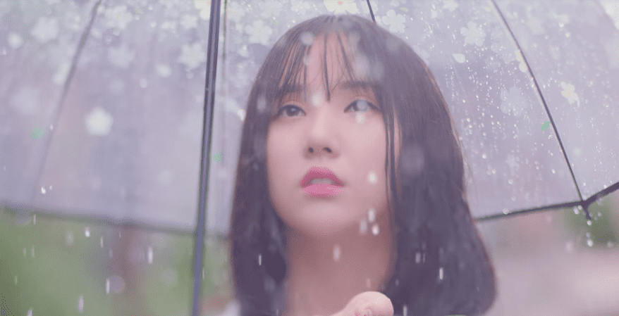 "Update: GFRIEND Observes The ""Summer Rain"" Fall In New Teaser"