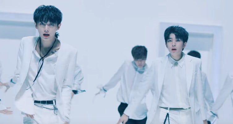 "Watch: Longguo&Shihyun Look Sleek And Classy In Performance Version Of ""the.the.the"""
