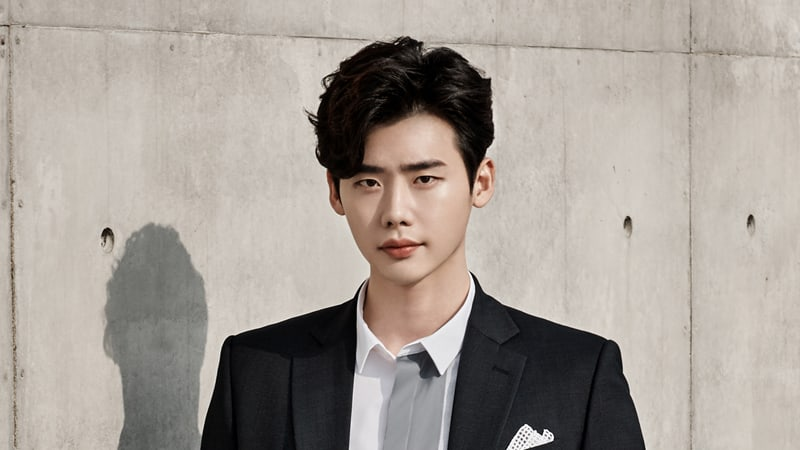 Lee Jong Suk Decides To Delay Enlistment