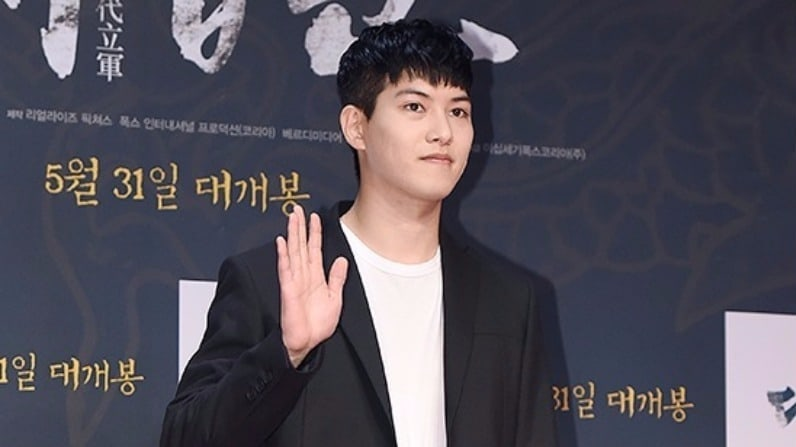 CNBLUE's Lee Jong Hyun Currently Looking Over Drama Role