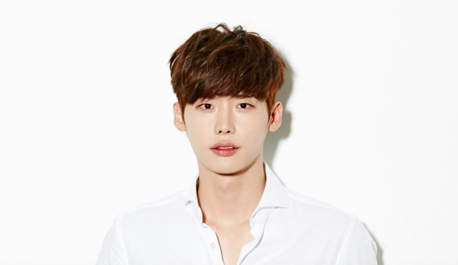 Lee Jong Suk Explains Fan Meeting Delay And Hints At Issues With YG