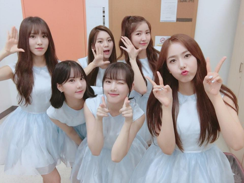 "GFRIEND Takes 3rd Win For ""Love Whisper"" On ""Music Bank"""