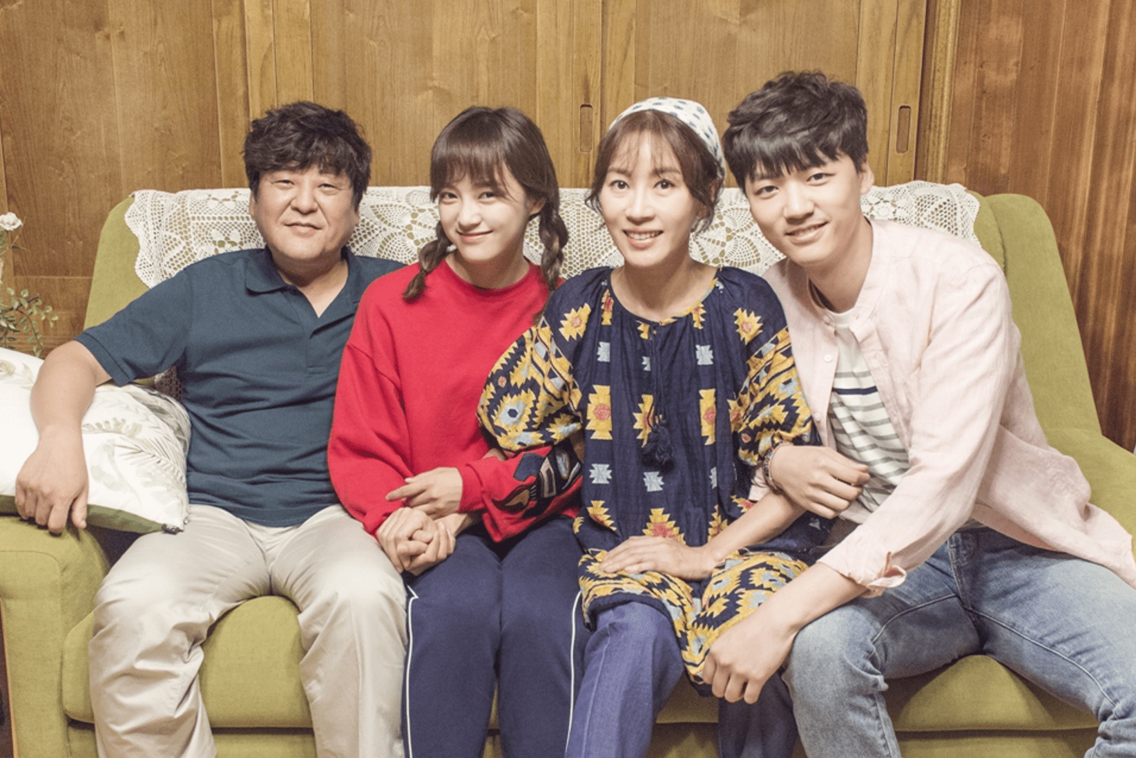 "How Kim Sejeong's Drama Family Supports Her Character In ""School 2017"""