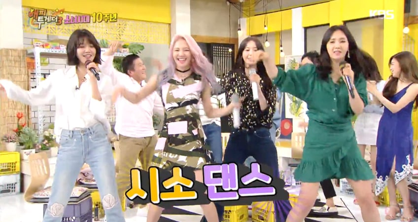 "Watch: Girls' Generation Shows How To Karaoke The Right Way On ""Happy Together"""