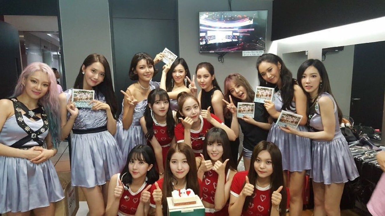 GFRIEND Snaps Group Photo With Girls Generation And Celebrates Their 10th Anniversary