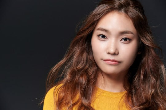 Singer Lee Jin Ah Confirms Dating Reports