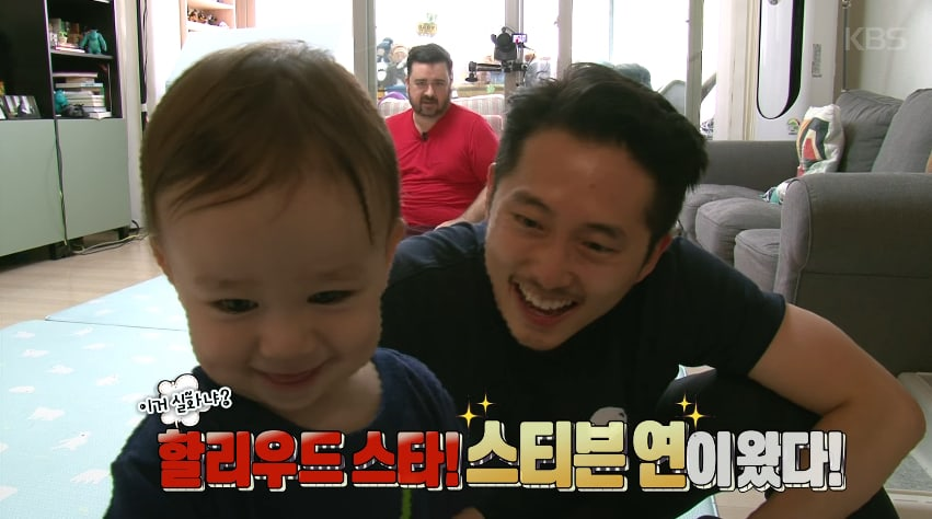 """Watch: Steven Yeun Wins William's Heart In Adorable Teaser For """"The Return Of Superman"""""""