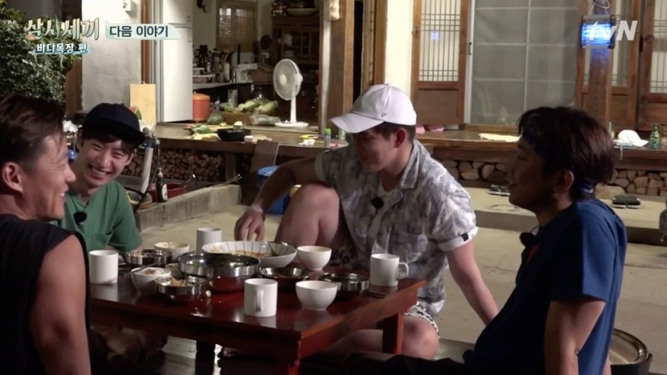"""Three Meals A Day"" Writer Teases Big Laughs Next Week As Lee Je Hoon Bonds With The Cast"