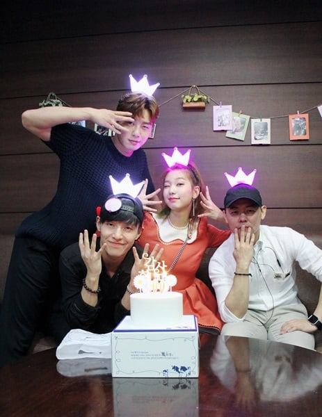 """Midnight Runners"" Cast Celebrates Reaching 4 Million Viewers"