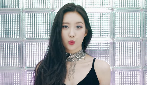 "Watch: Sunmi Is Dorky Yet Captivating In Intriguing MV For ""Gashina"" 