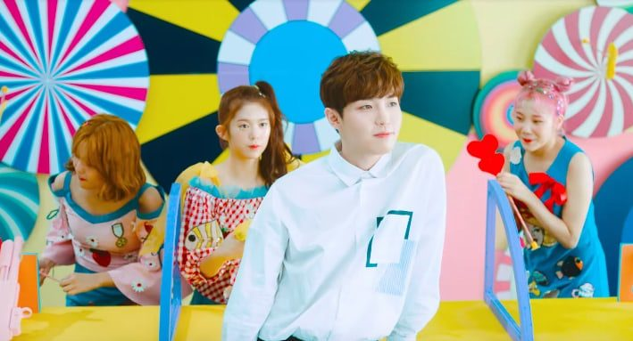 """Watch: MOMOLAND Swoons Over Wanna One's Kim Jae Hwan In MV For """"Freeze!"""""""