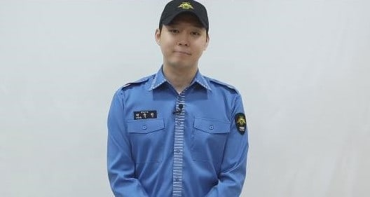 JYJ's Park Yoochun Formally Greets Fans After Discharge From Military Service