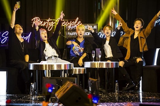 """WINNER Rocks The Stage On """"Party People,"""" Reflects On Past With Park Jin Young"""