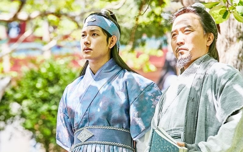 "Im Siwan Prepares To Become A King In ""The King Loves"" Preview Stills"