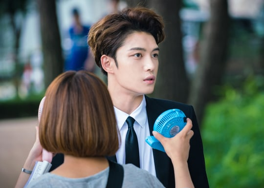 """Kim Jaejoong Battles The Summer Heat In Behind-The-Scenes Cuts From """"Manhole"""""""