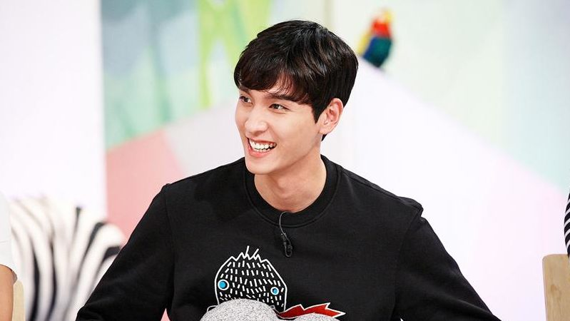"Choi Tae Joon To Step Down From MC Position On ""Hello Counselor"""