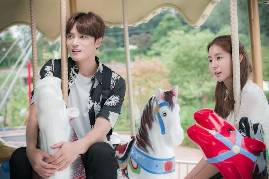 "Kim Jaejoong And UEE Enjoy A Peaceful Date In New ""Manhole"" Preview Stills"