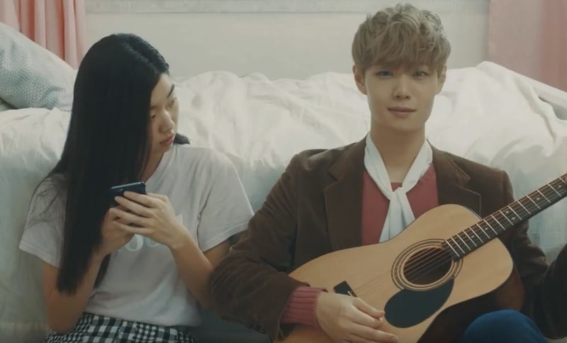 Watch: 10cm Sings A Sweet Phonecert In MV Featuring HONEYSTs Chulmin