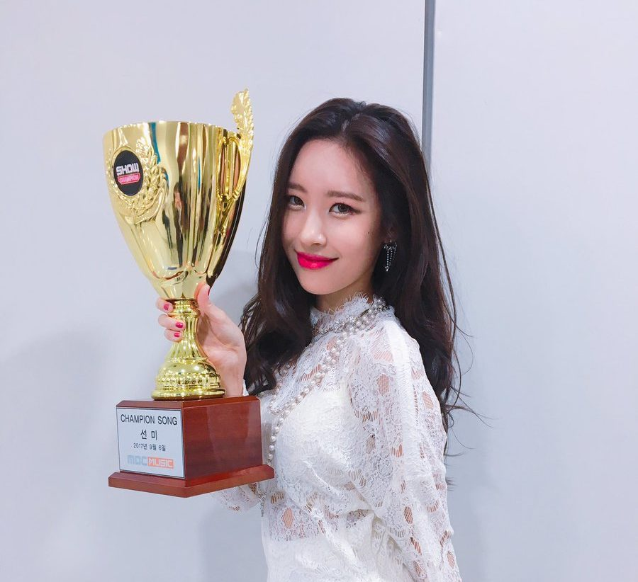 """Watch: Sunmi Grabs 2nd Win For """"Gashina"""" On """"Show Champion,"""" Performances By HyunA, B.A.P, And More"""