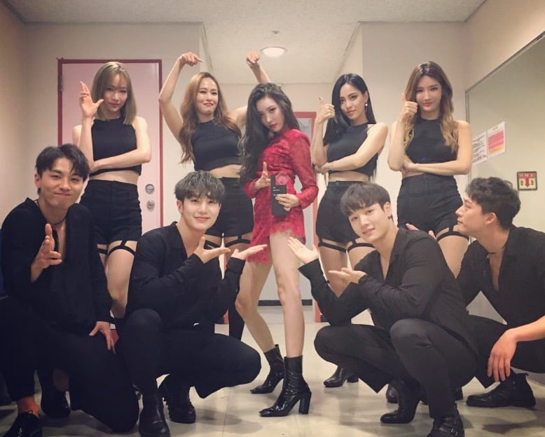Sunmi S Backup Dancers Recently Gain Attention For Their Amazing Visuals Soompi